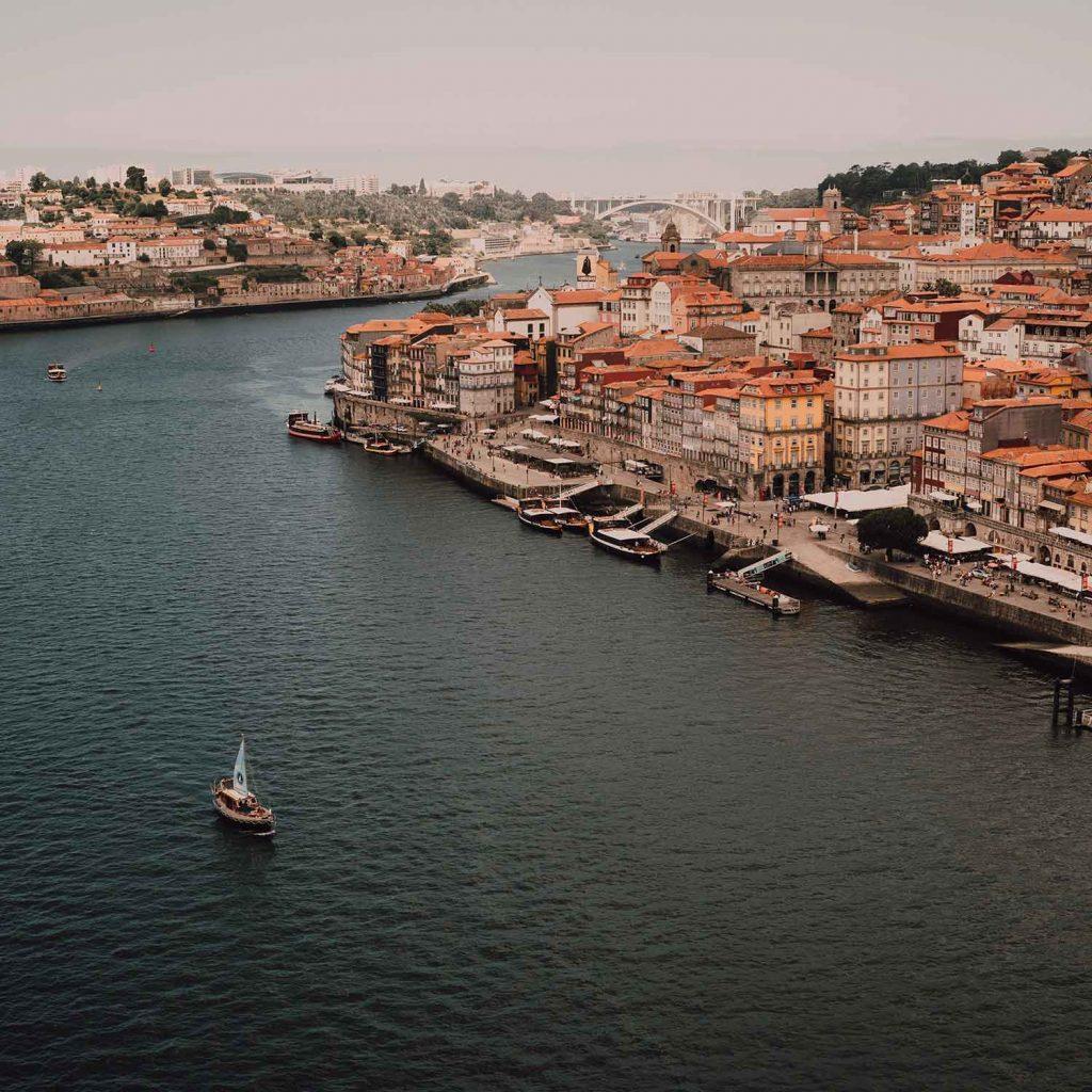 Rio duero en Oporto Portugal Europa