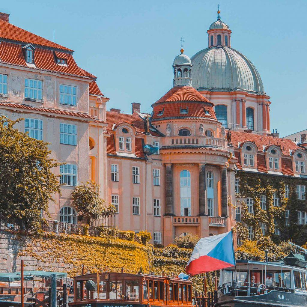Rio Moldava en Praga Republica Checa Europa